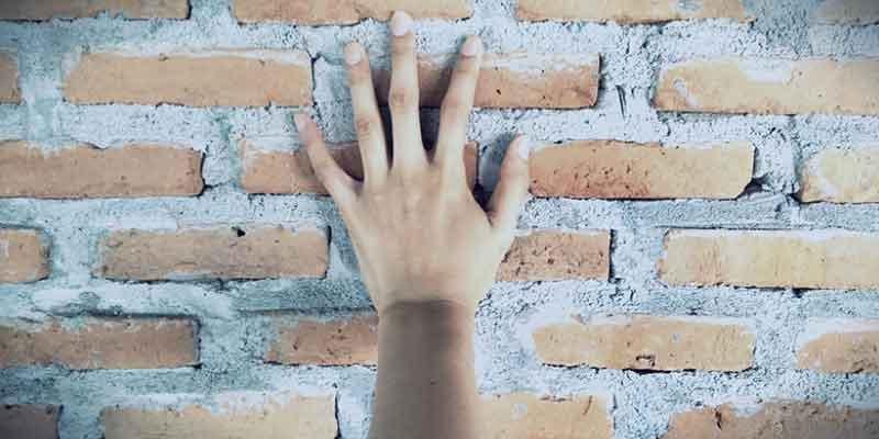 holding you back, stopping you, self-defeating, sabotaging oneself, self-destructive, hurting yourself, mental barriers, preventing success, mindsets holding you back, barriers to success, identify what's holding you back, Frank Sonnenberg
